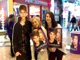 Happy Beliebers with their posters!